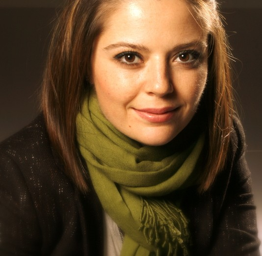 Esra Aydoğdu - Piyola.com - muraterdor.com